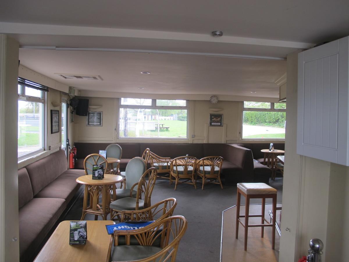 Bar & Outside Space - Pack Meadow - Warwickshire - 4 - SchoolHire