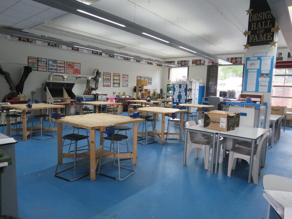 Tech Workshop - Drapers' Academy - Havering - 1 - SchoolHire