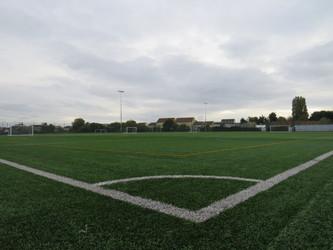 Astro Turf Pitch 2 (1/3) MIDDLE PITCH - Kingsdown School - Swindon - 4 - SchoolHire