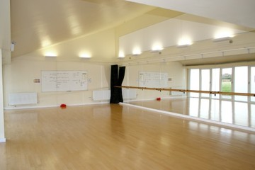 Dance Studio - Kingsdown School - Swindon - 2 - SchoolHire
