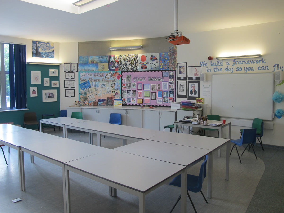 Art Room - Elms School - Kent - 1 - SchoolHire