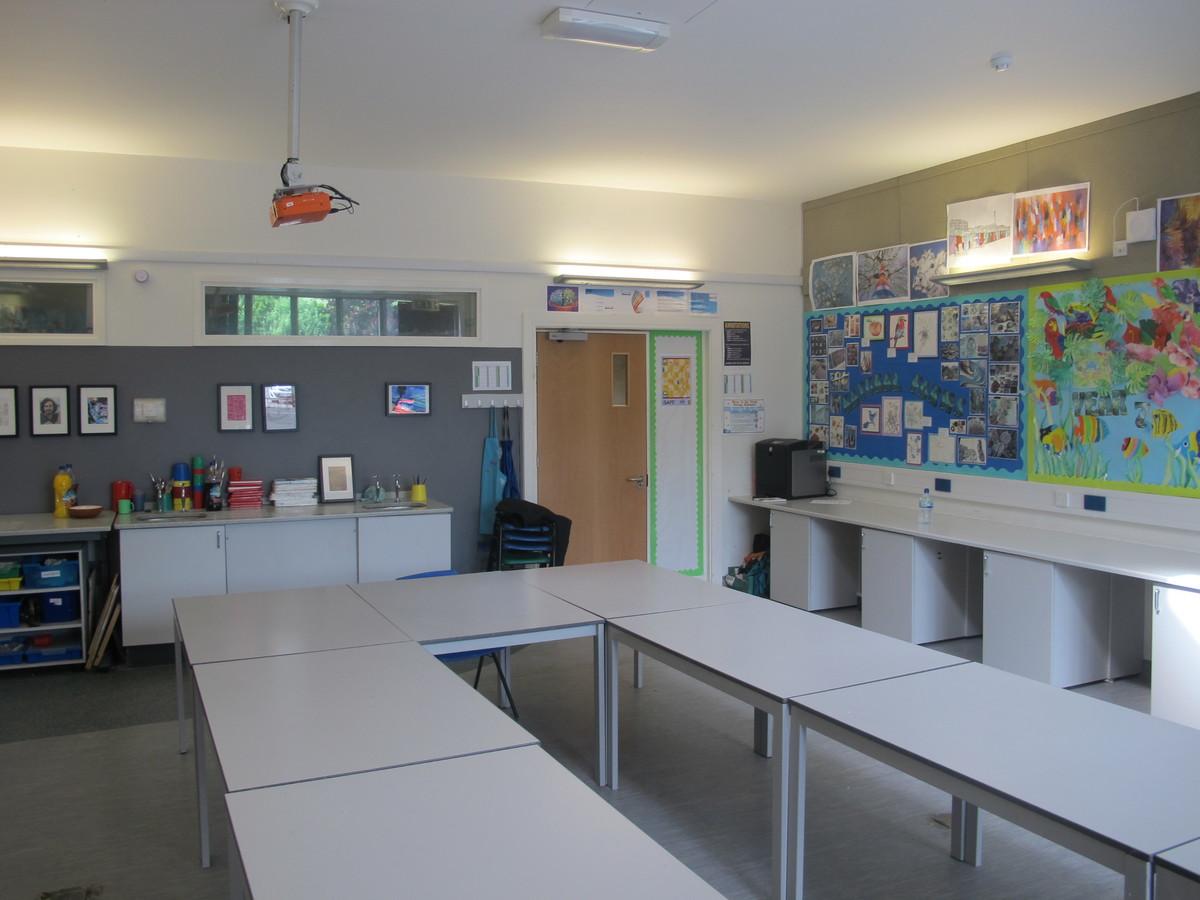 Art Room - Elms School - Kent - 3 - SchoolHire