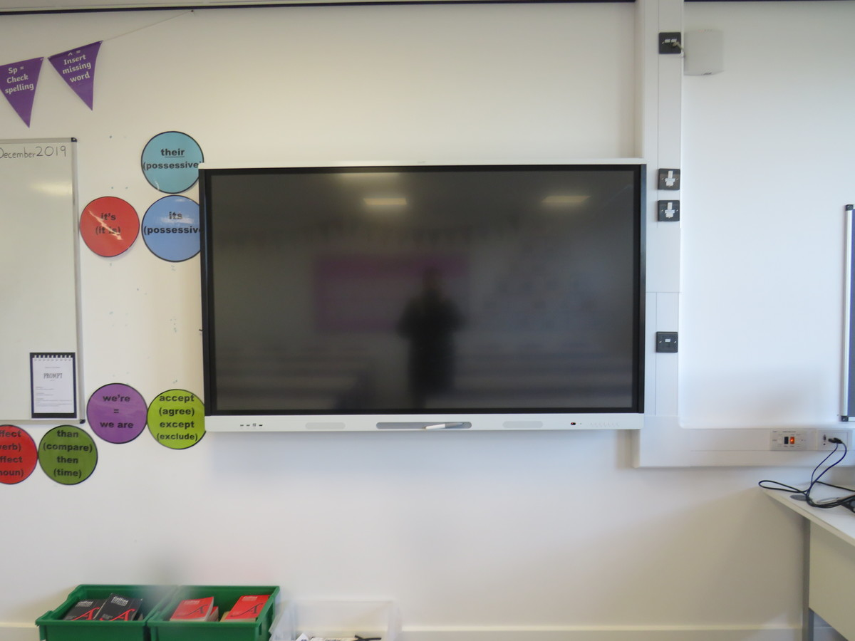 Classrooms - Chertsey High School - Surrey - 4 - SchoolHire