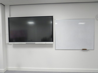 ICT Suite - Chertsey High School - Surrey - 3 - SchoolHire