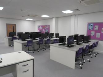 ICT Suite - Chertsey High School - Surrey - 4 - SchoolHire