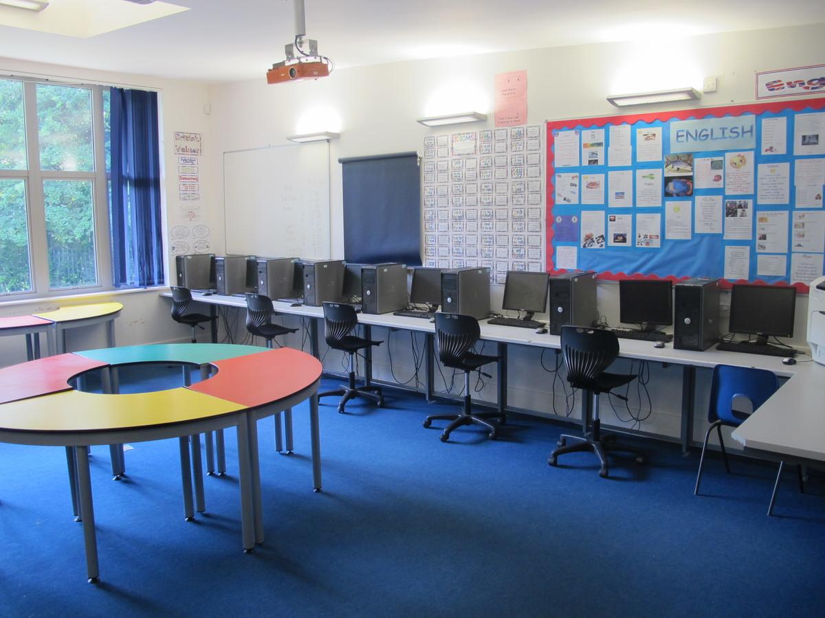 ICT Suite - Elms School - Kent - 1 - SchoolHire