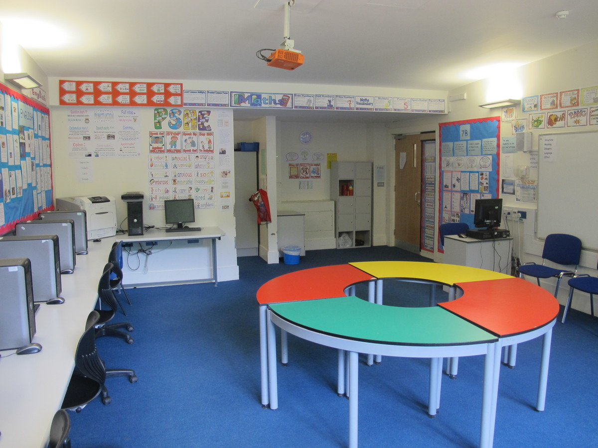 ICT Suite - Elms School - Kent - 3 - SchoolHire