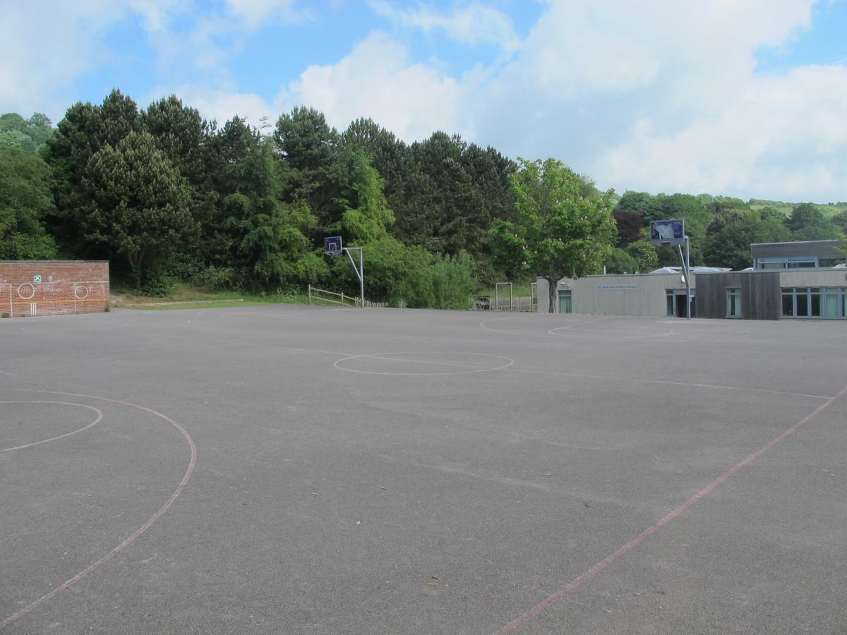 Outdoor MUGA - Elms School - Kent - 1 - SchoolHire