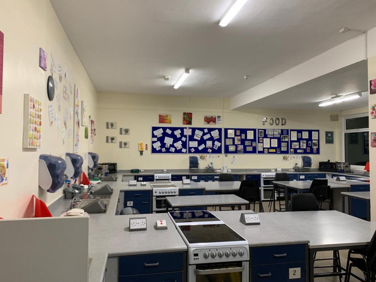 Specialist Classroom - Cookery Room - SLS @ Hull Collegiate School - East Riding of Yorkshire - 2 - SchoolHire