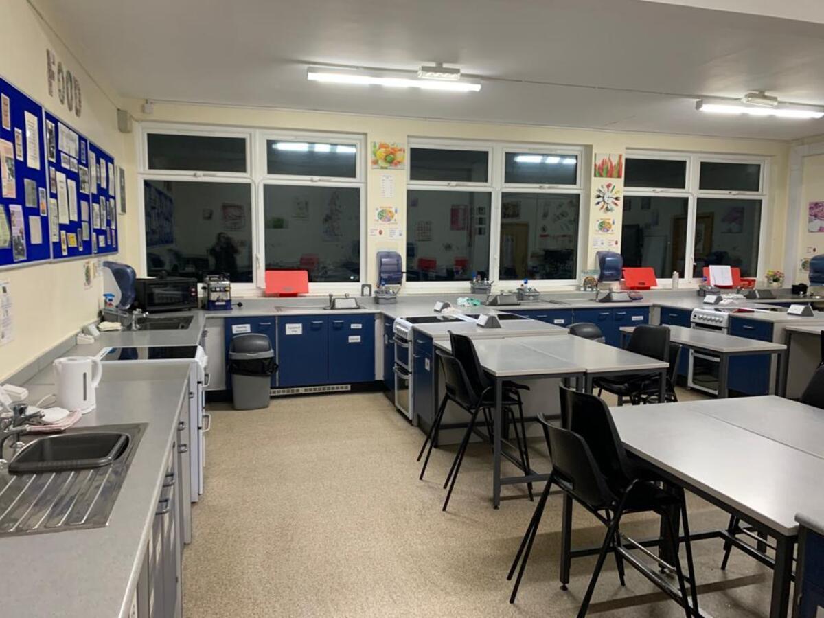 Specialist Classroom - Cookery Room - SLS @ Hull Collegiate School - East Riding of Yorkshire - 3 - SchoolHire