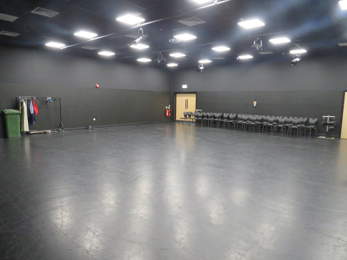 Drama Studio (Large) - Rickmansworth School - Hertfordshire - 4 - SchoolHire
