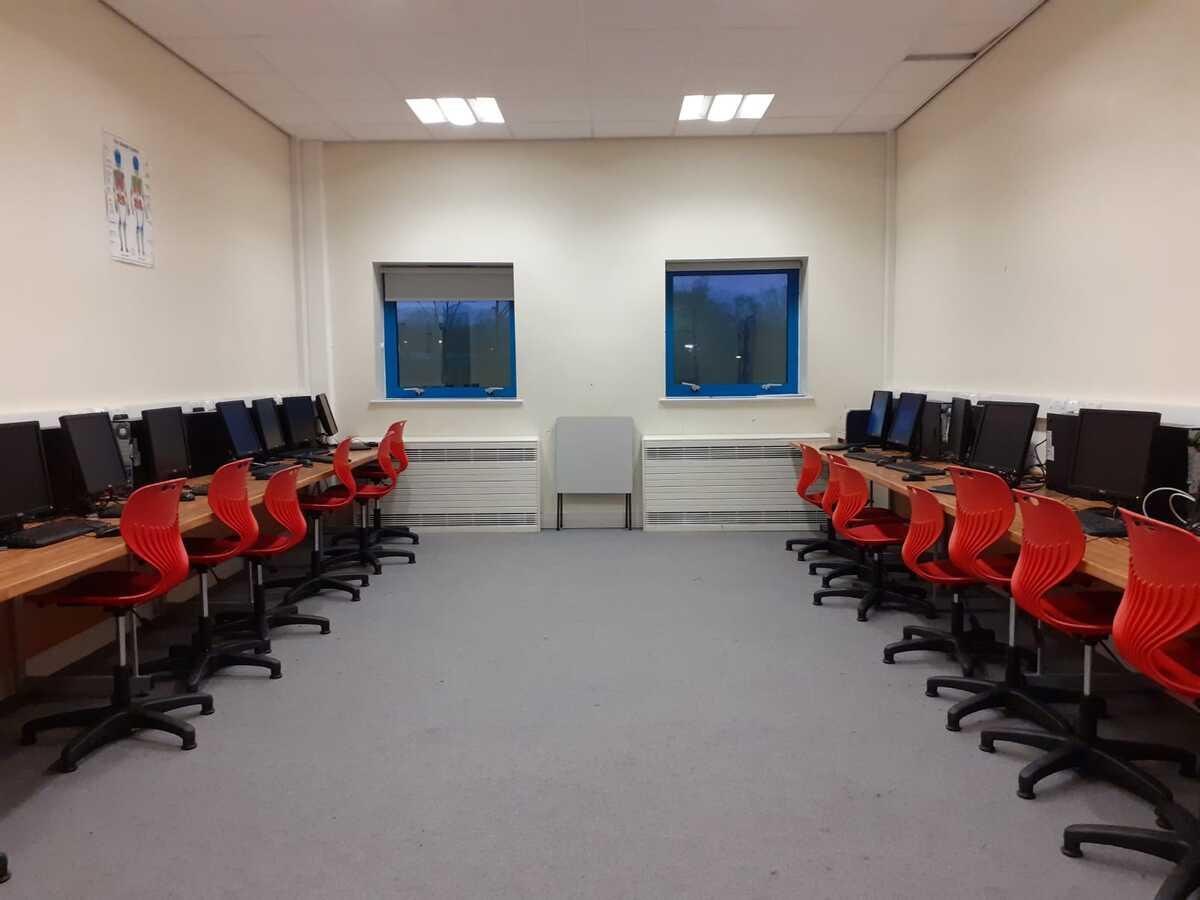 Specialist Classroom - IT Suite - SLS @ Blessed Trinity RC College - Lancashire - 3 - SchoolHire
