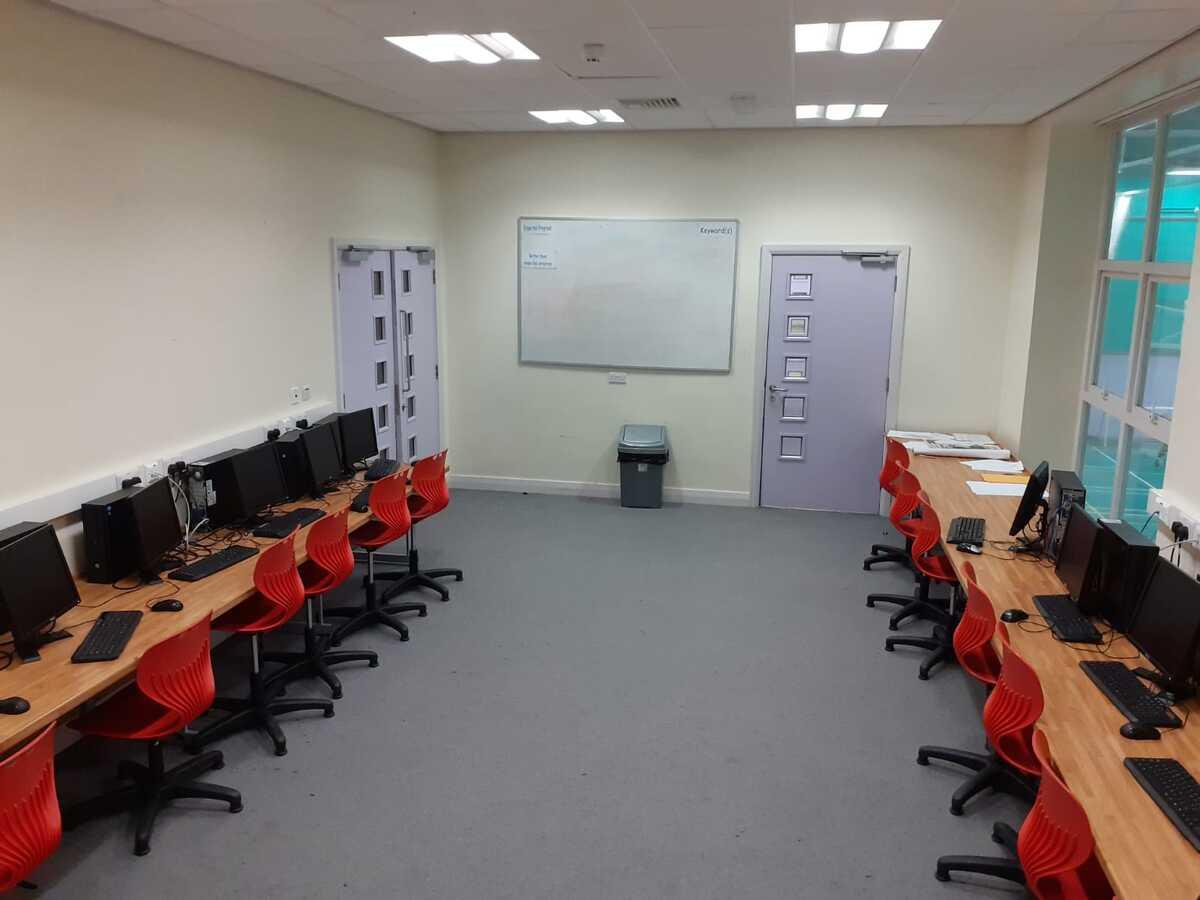 Specialist Classroom - IT Suite - SLS @ Blessed Trinity RC College - Lancashire - 4 - SchoolHire