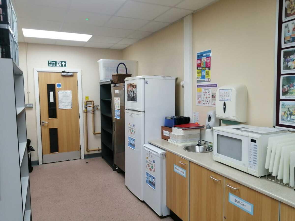Cookery Room - SLS @ St Christophers CE High School - Lancashire - 2 - SchoolHire
