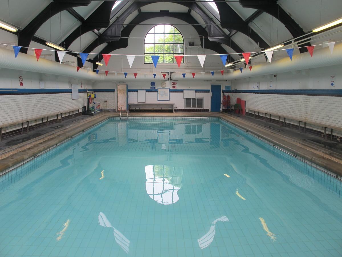 Swimming Pool - Thomas More Catholic School - Croydon - 1 - SchoolHire