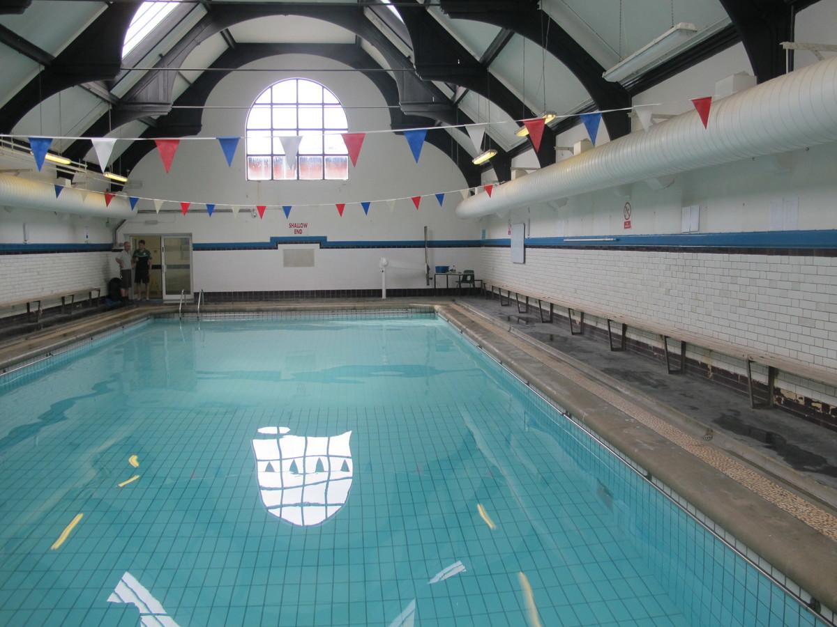 Swimming Pool - Thomas More Catholic School - Croydon - 2 - SchoolHire