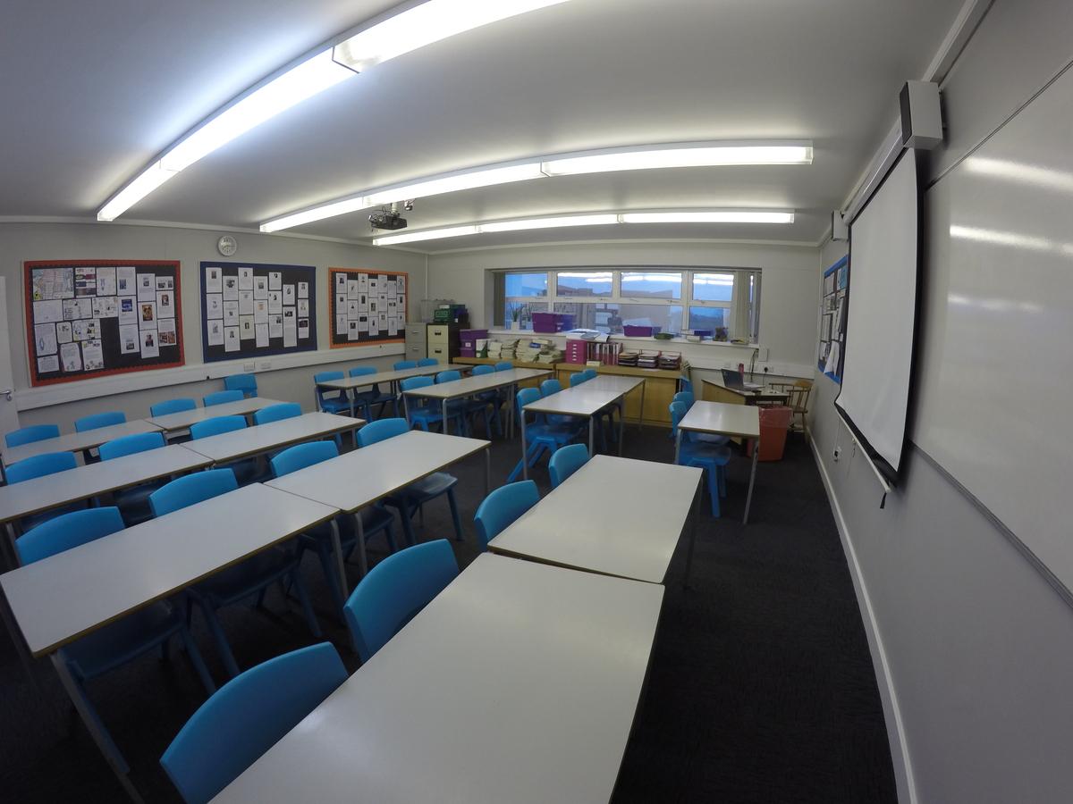 Standard Classrooms - Royal Latin School - Buckinghamshire - 1 - SchoolHire