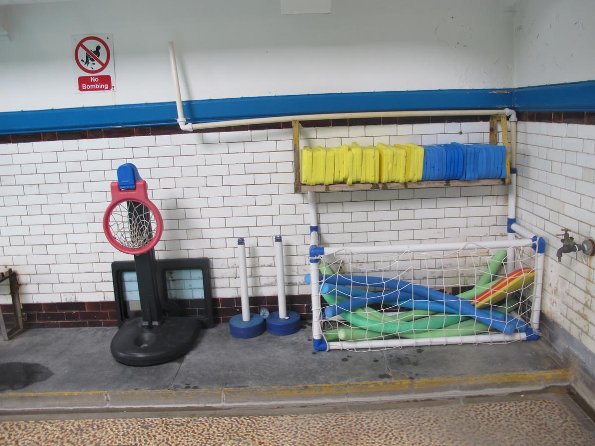 Swimming Pool - Thomas More Catholic School - Croydon - 3 - SchoolHire