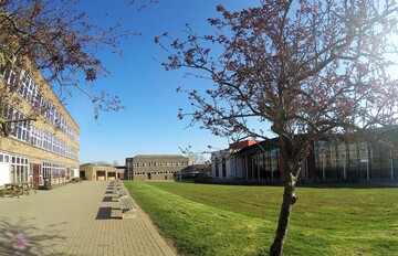 Royal Latin School - Buckinghamshire - 3 - SchoolHire