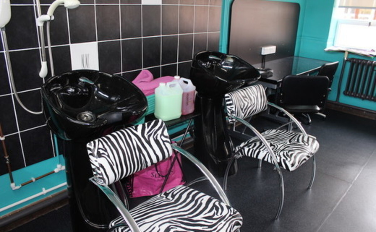 Beauty Salon - EDU @ Queens Park High School - Cheshire West and Chester - 2 - SchoolHire