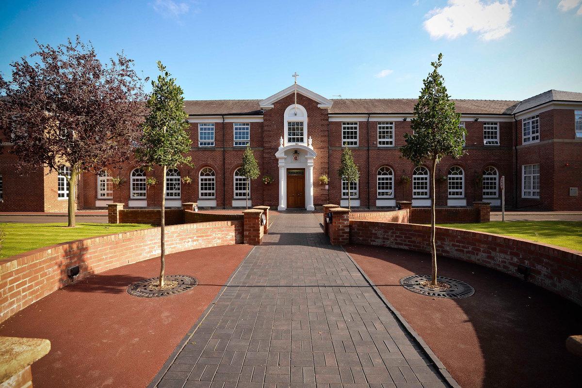 EDU @ St Edwards College - Liverpool - 1 - SchoolHire