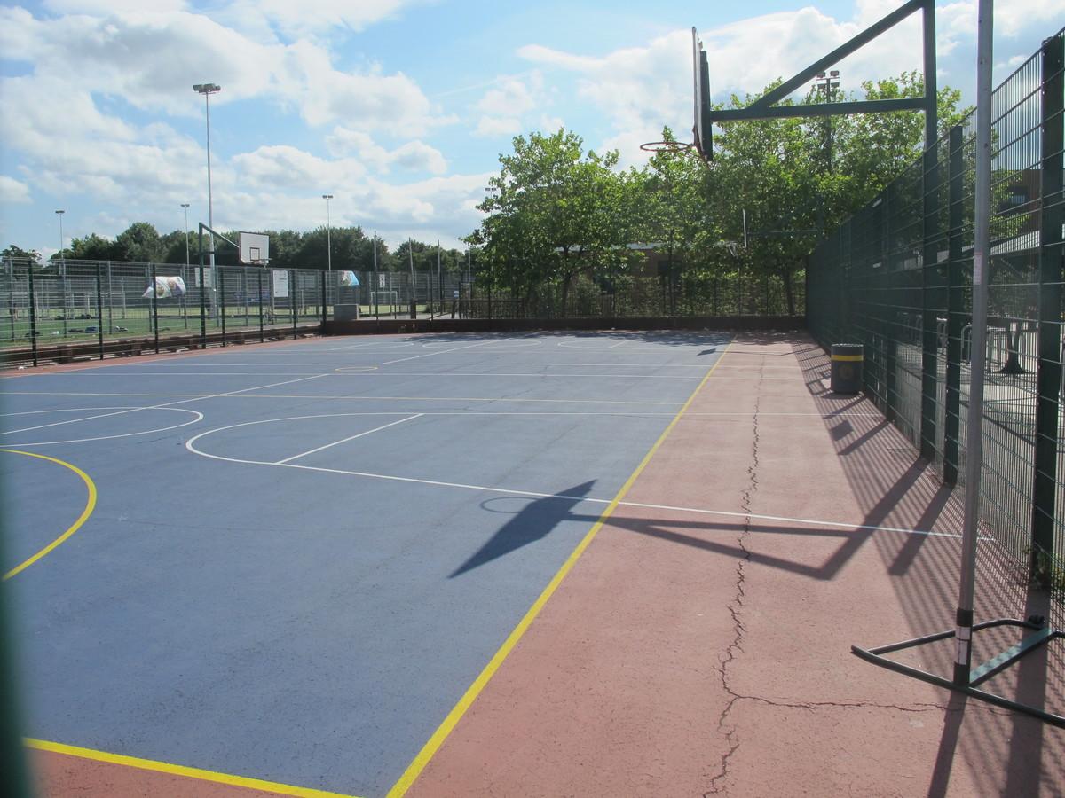 Netball Court - Tudor Park Sports & Leisure - Hounslow - 3 - SchoolHire