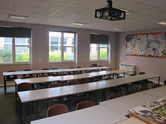 Classroom - U Block - Kenilworth School and Sixth Form - Warwickshire - 2 - SchoolHire