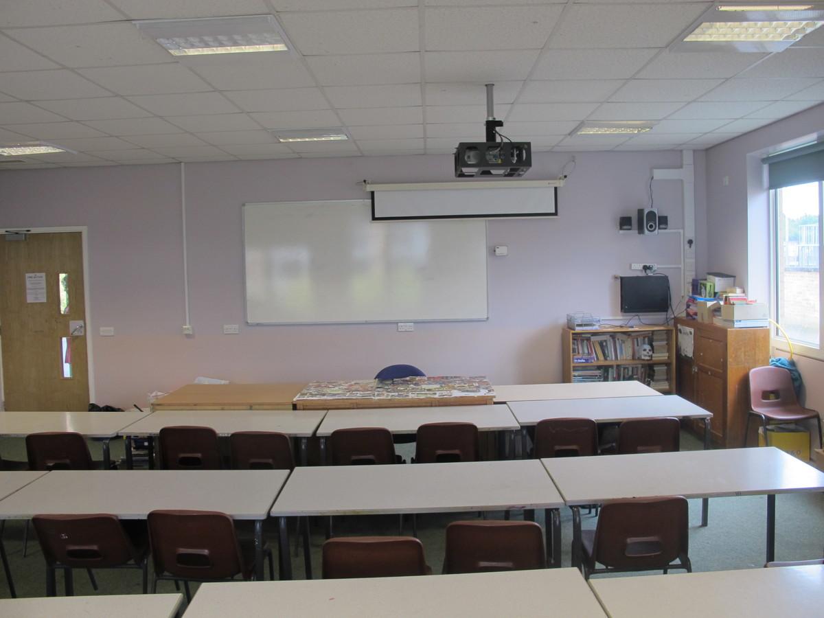 Classroom - U Block - Kenilworth School and Sixth Form - Warwickshire - 3 - SchoolHire