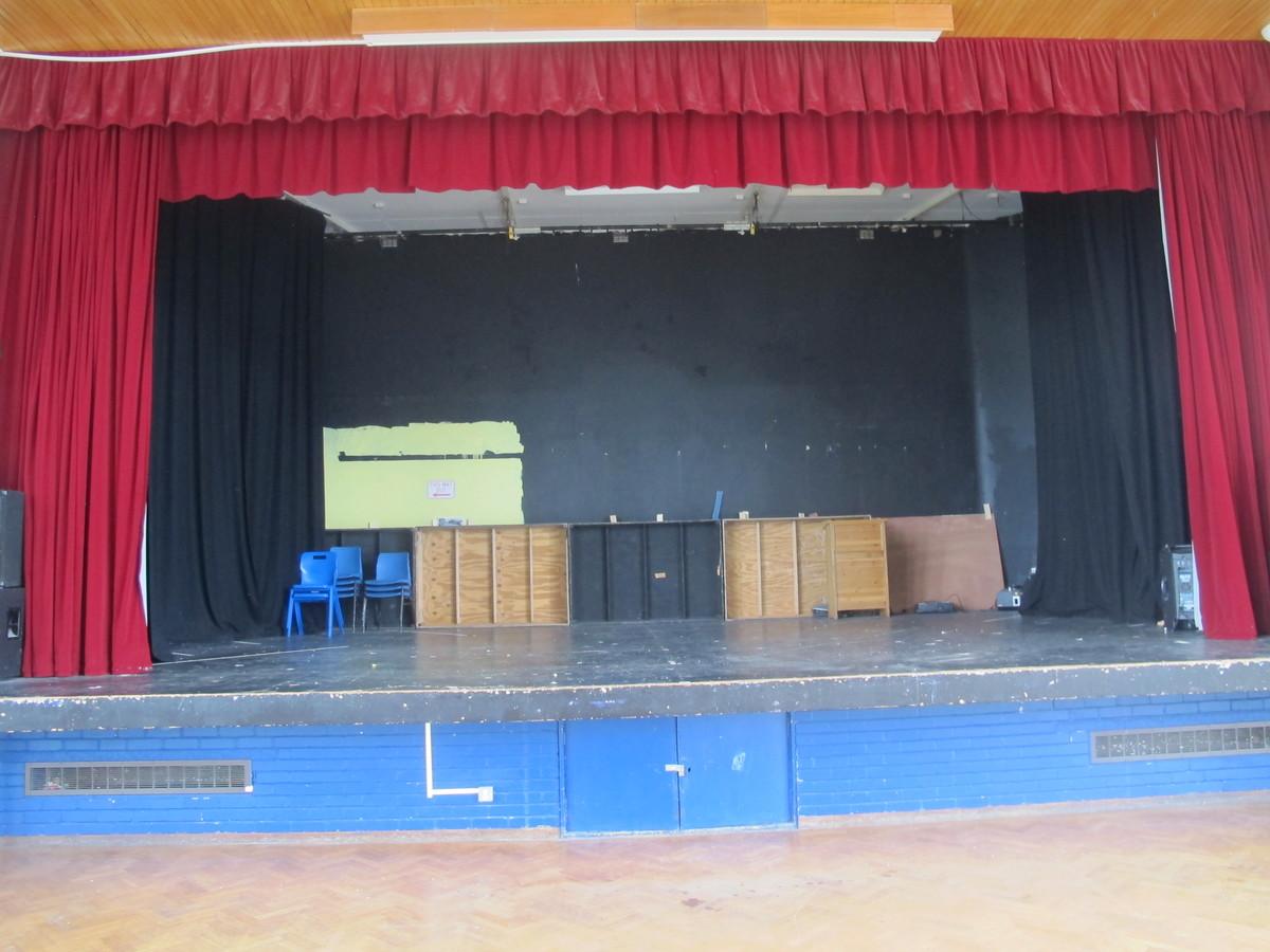 Hall - Upper School - Kenilworth School and Sixth Form - Warwickshire - 3 - SchoolHire