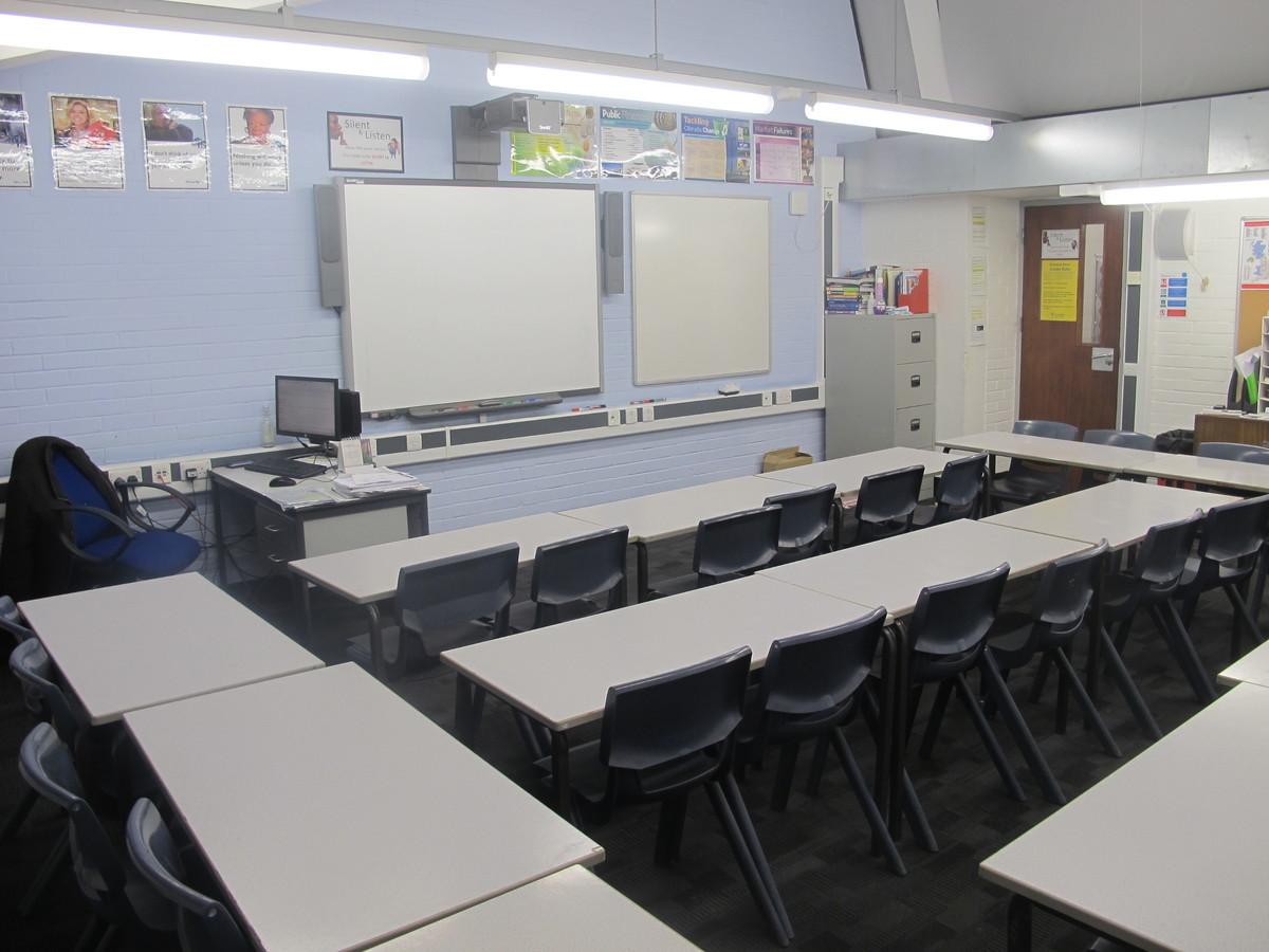 Classrooms - Standard - Plumstead Manor School - Greenwich - 1 - SchoolHire