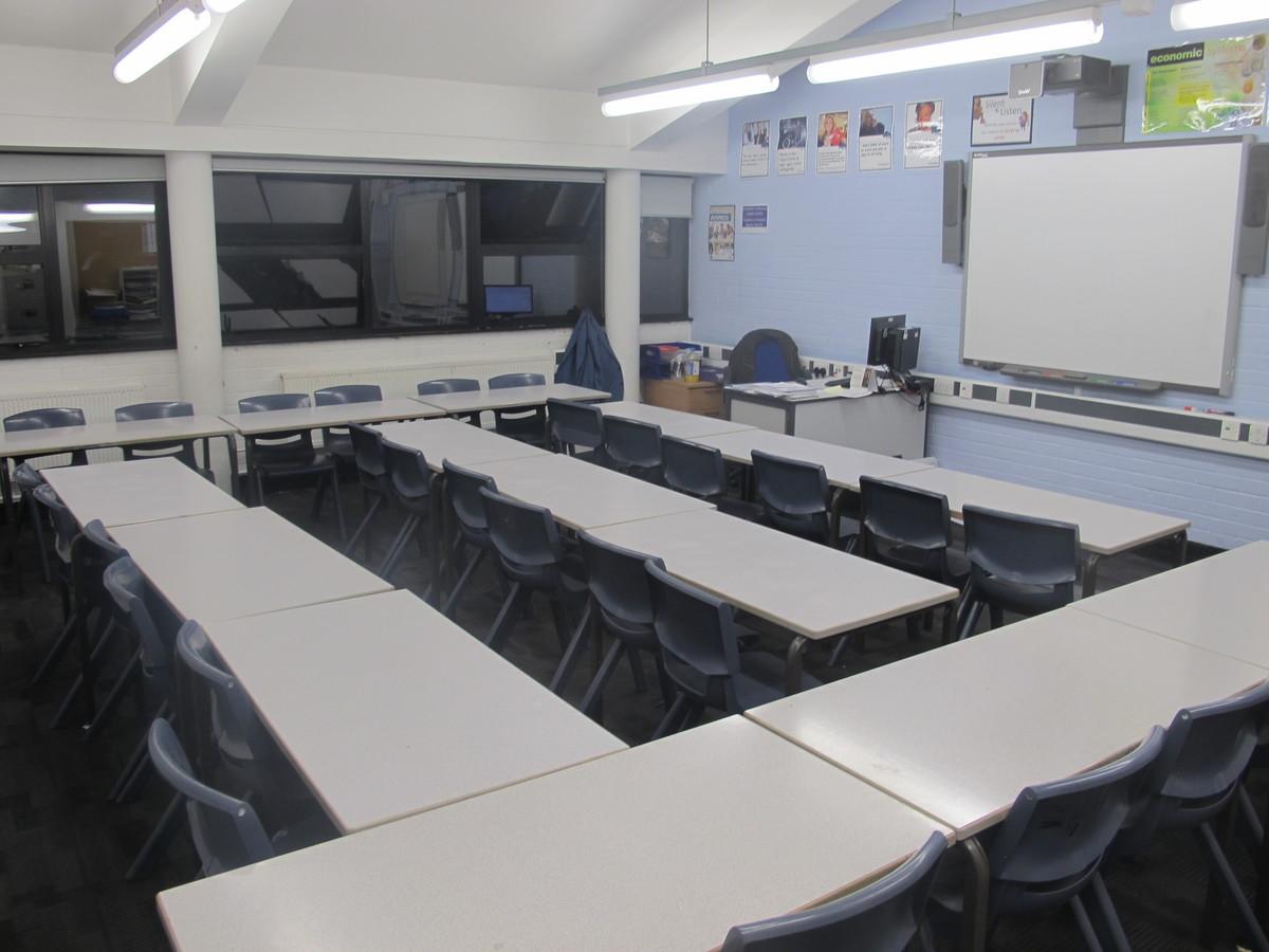 Classrooms - Standard - Plumstead Manor School - Greenwich - 3 - SchoolHire