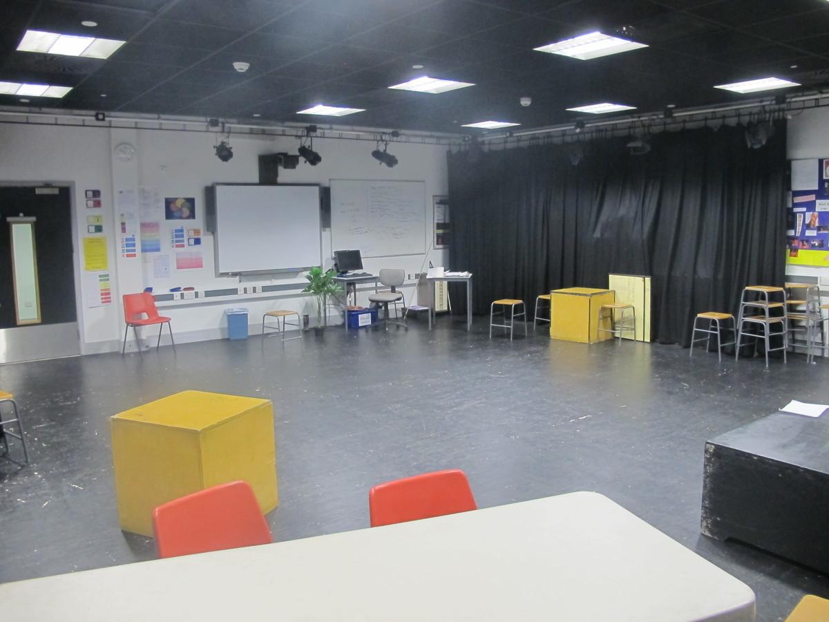 Drama Studio (H007) - Plumstead Manor School - Greenwich - 4 - SchoolHire