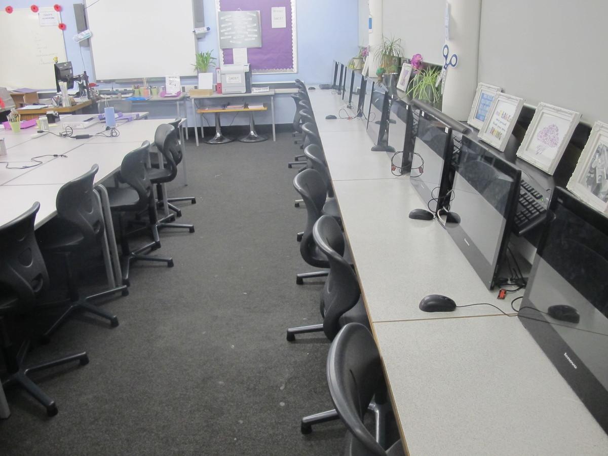 ICT Suite - Plumstead Manor School - Greenwich - 2 - SchoolHire