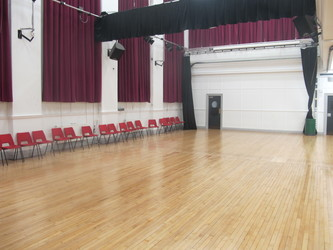 Meeting Hall (K028) - Plumstead Manor School - Greenwich - 2 - SchoolHire