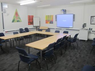 Meeting Room (K014) - Plumstead Manor School - Greenwich - 1 - SchoolHire