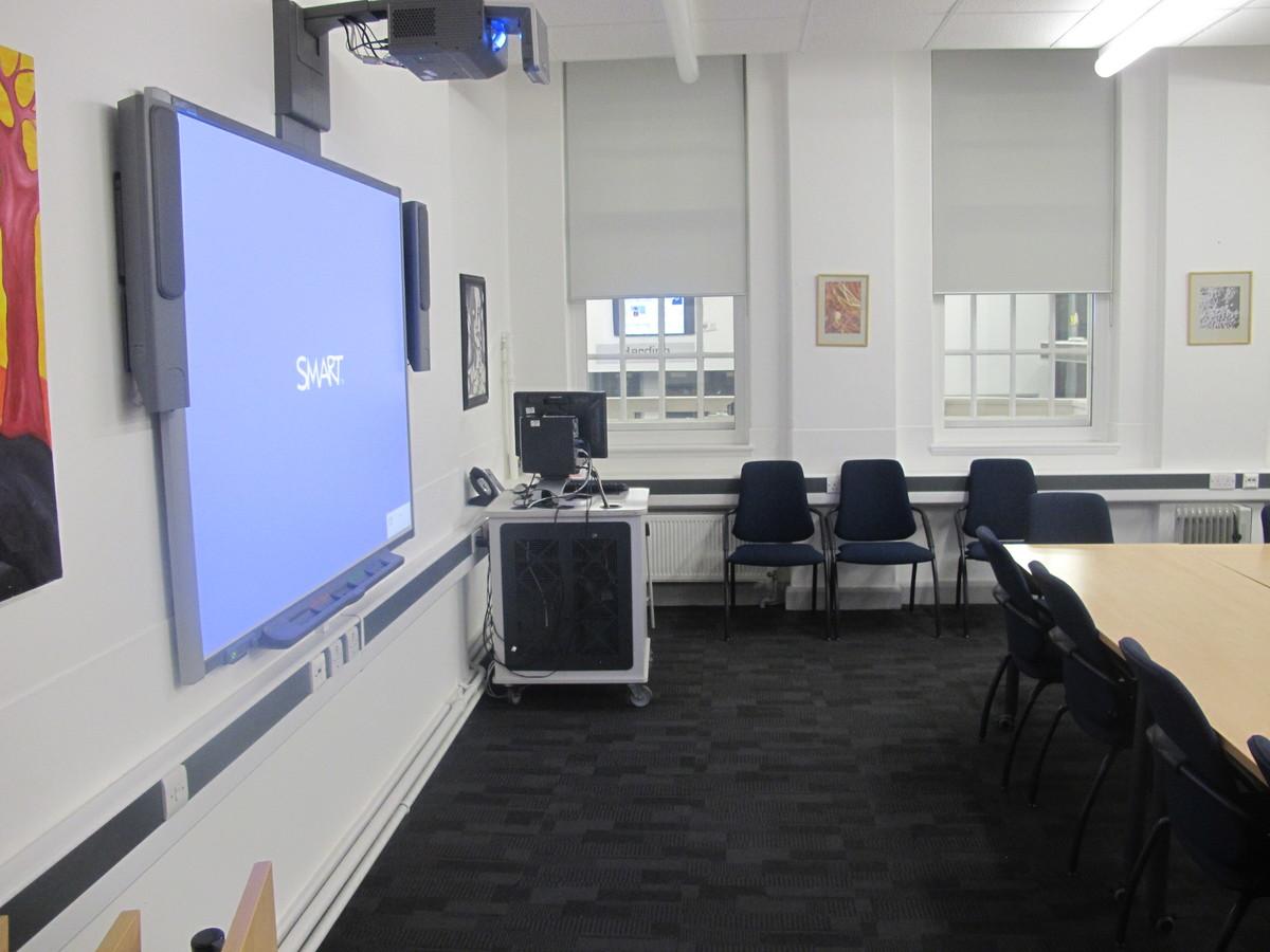 Meeting Room (K014) - Plumstead Manor School - Greenwich - 2 - SchoolHire