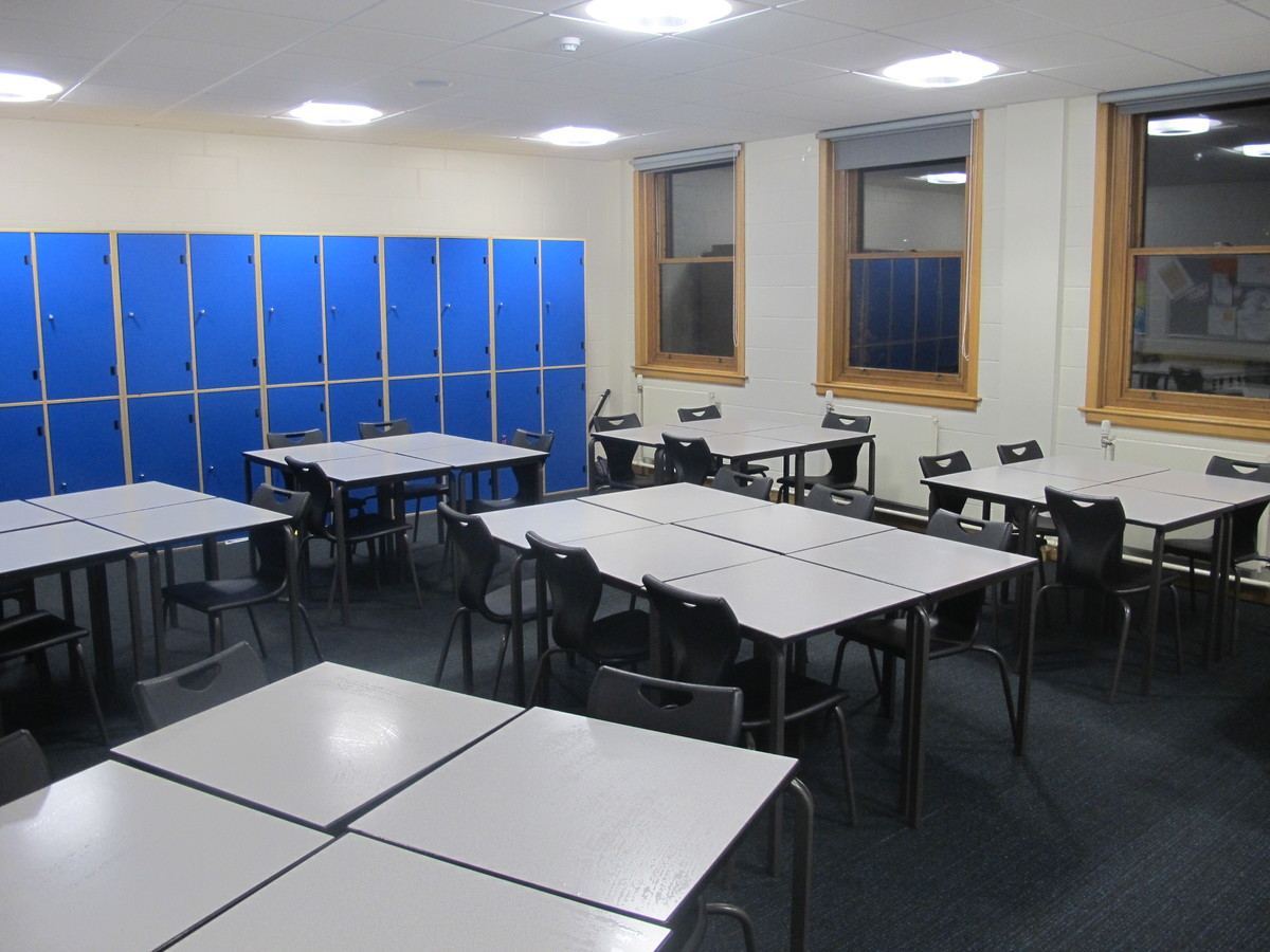 Classrooms - B Corridor - Northampton High School - Northamptonshire - 2 - SchoolHire