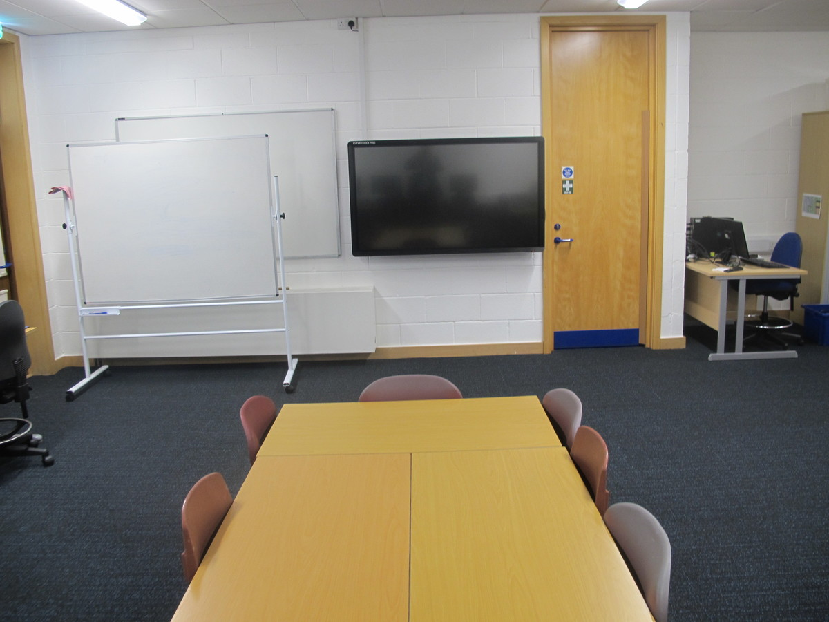 IT Suite - Wake Wing - Northampton High School - Northamptonshire - 3 - SchoolHire