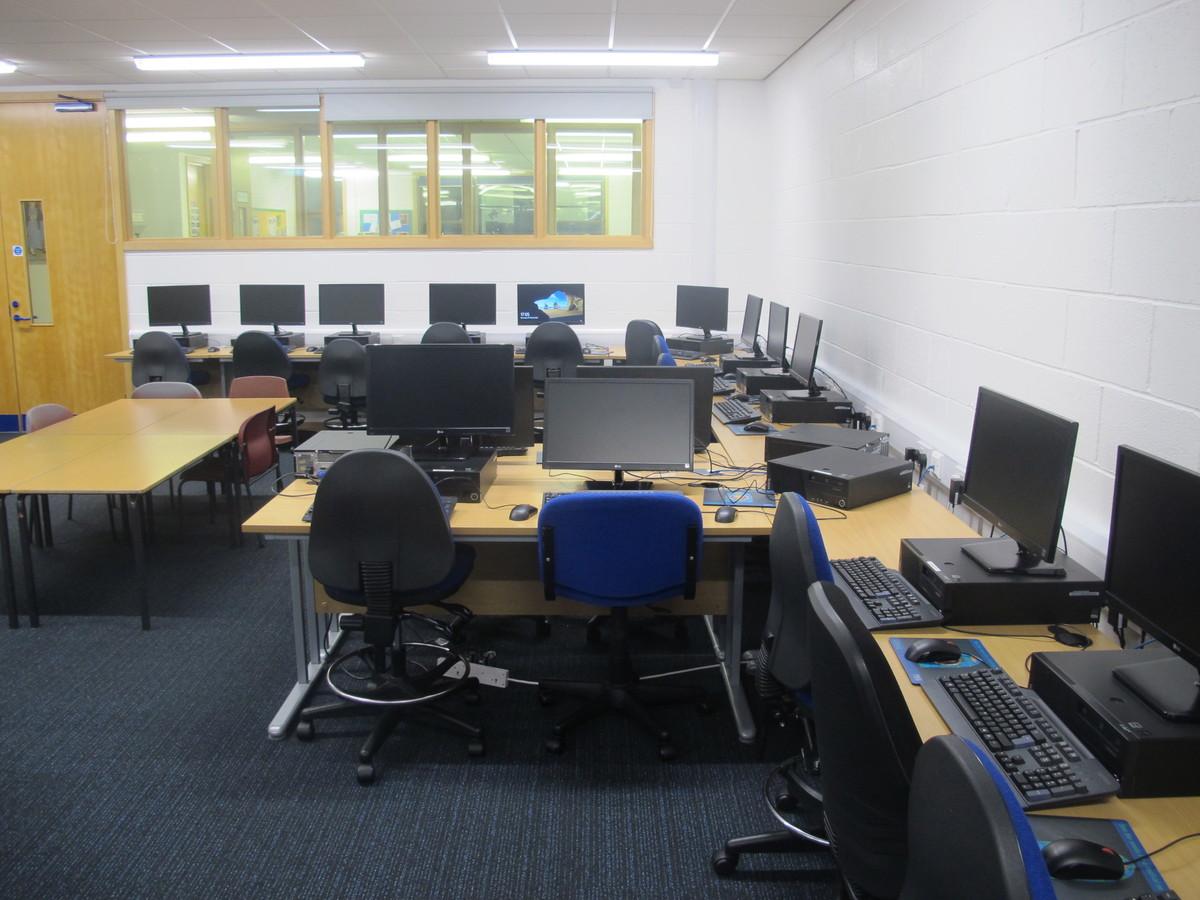 IT Suite - Wake Wing - Northampton High School - Northamptonshire - 2 - SchoolHire