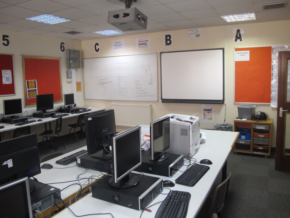 IT Suite - Charnwood College - Leicestershire - 2 - SchoolHire