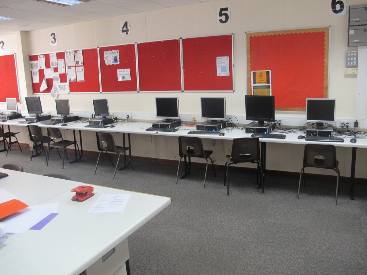 IT Suite - Charnwood College - Leicestershire - 3 - SchoolHire