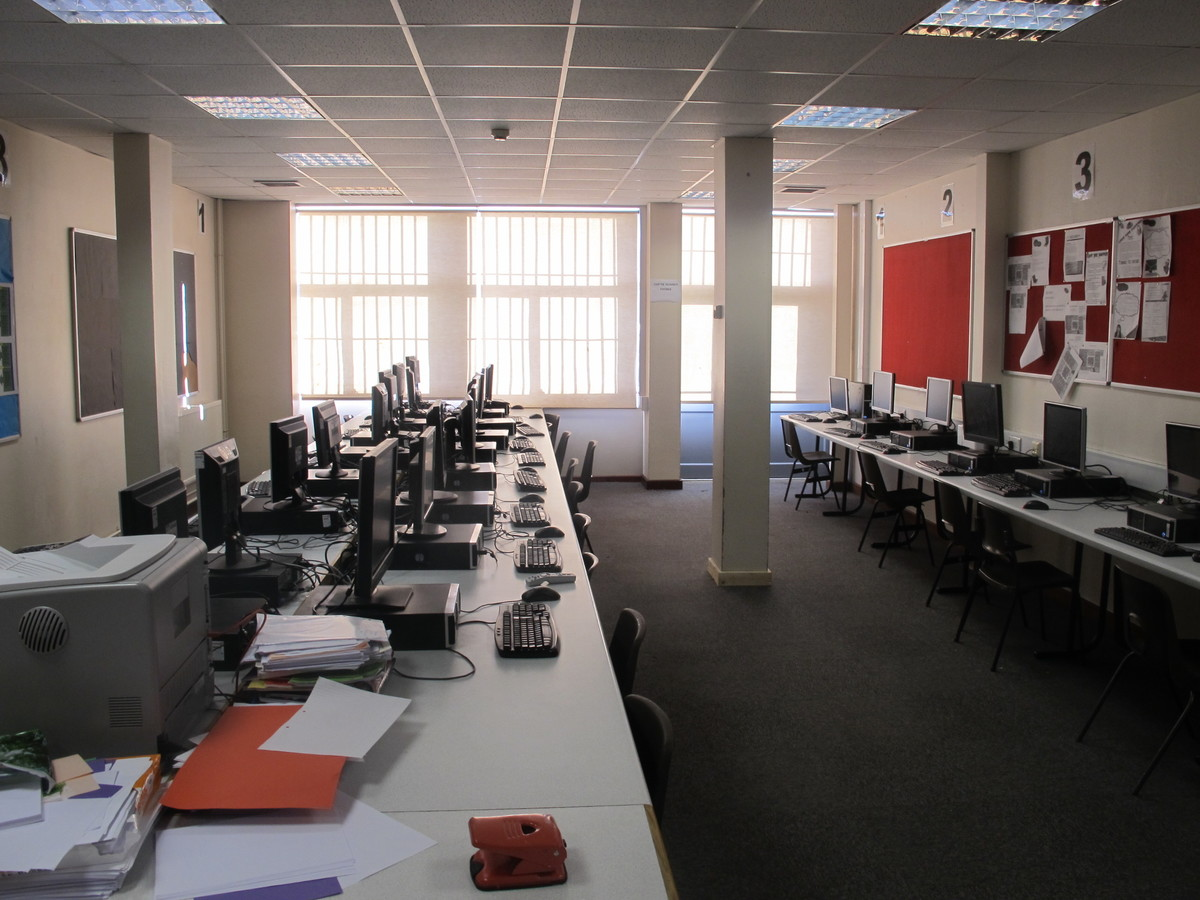 IT Suite - Charnwood College - Leicestershire - 4 - SchoolHire