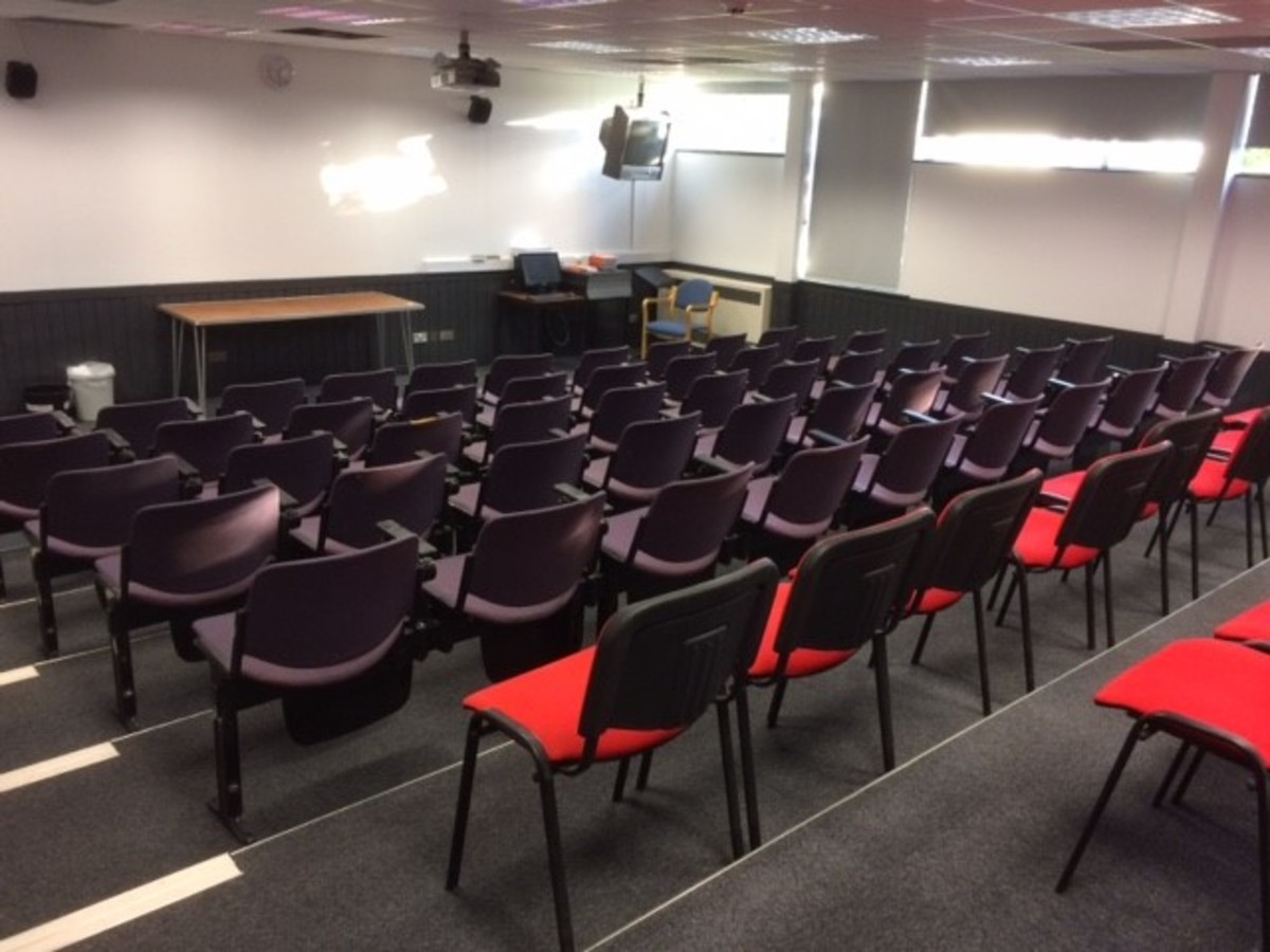 Lecture Theatre - Charnwood College - Leicestershire - 4 - SchoolHire