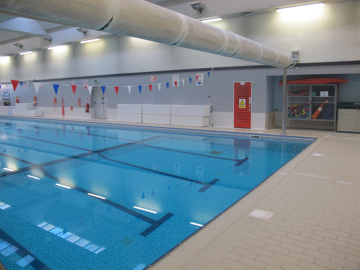 Swimming Pool - Charnwood College - Leicestershire - 3 - SchoolHire