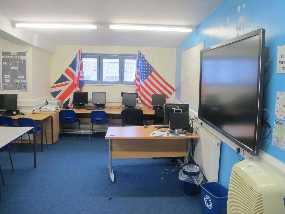 Classroom - Sports Hall - Woodford County High School - Essex - 3 - SchoolHire