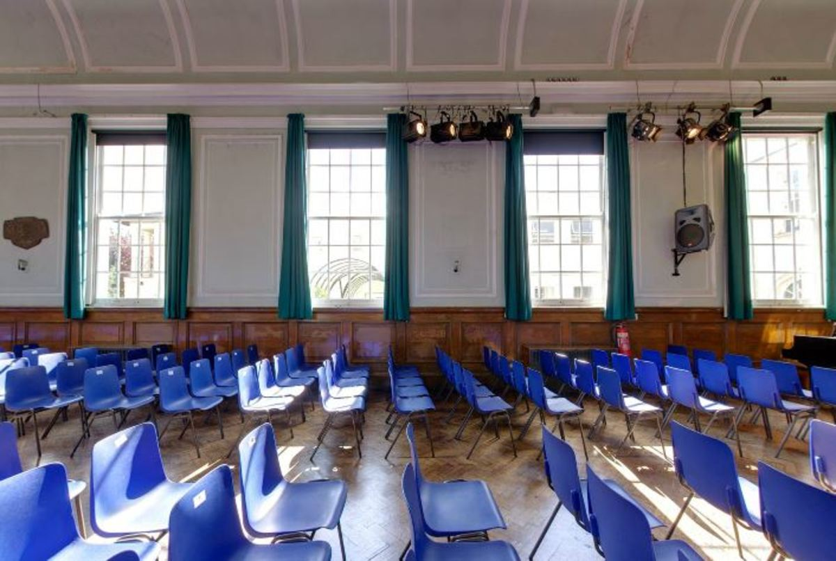 Main Hall - Woodford County High School - Essex - 3 - SchoolHire