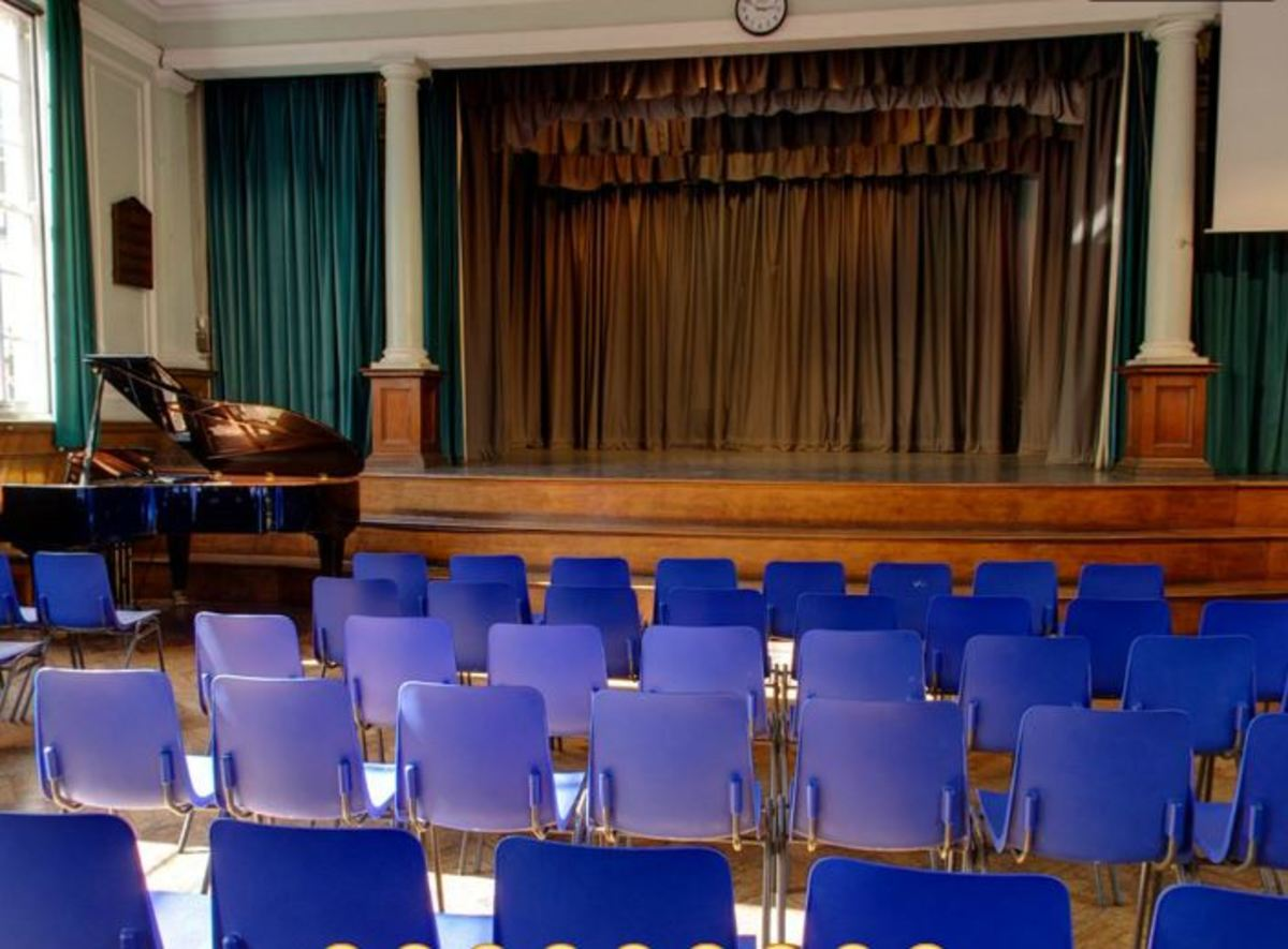 Main Hall - Woodford County High School - Essex - 4 - SchoolHire