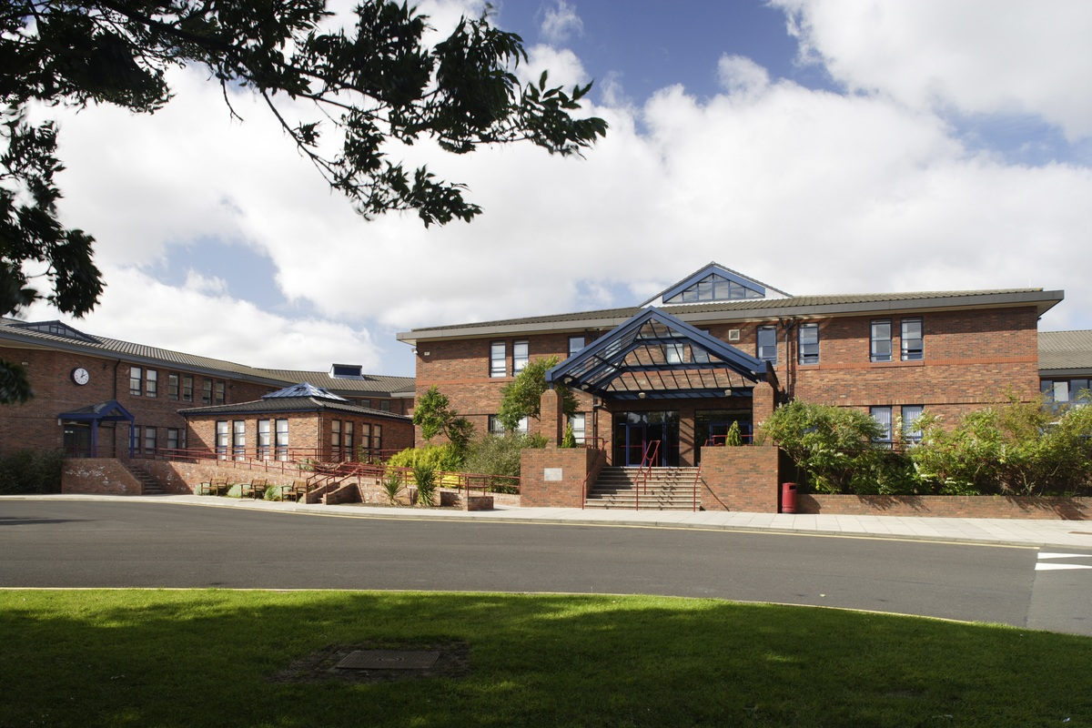 Emmanuel College - Gateshead - 1 - SchoolHire