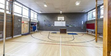 Gymnasium - Invicta Grammar School - Kent - 2 - SchoolHire
