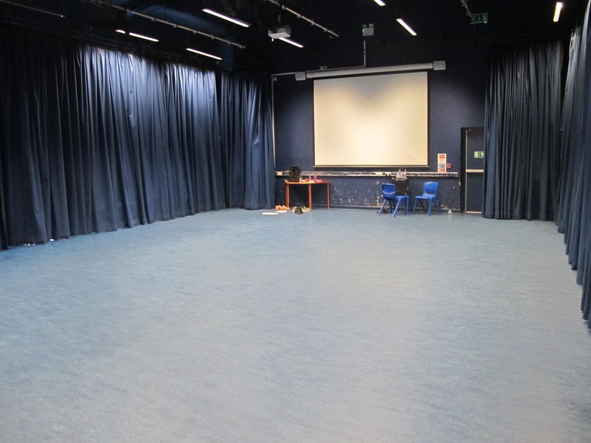 Performance Studio - Crestwood Community School - Hampshire - 1 - SchoolHire